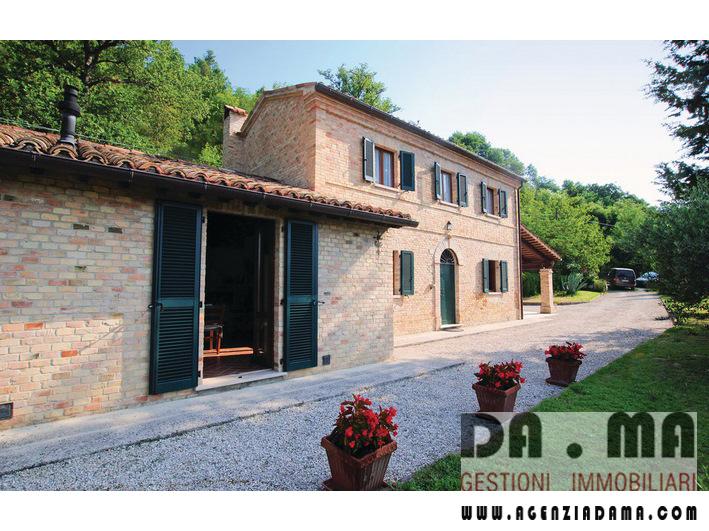 Rustico sulle colline di Urbino (PU) con circa 5 ettari di terreno